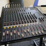 "19""-Kompaktmischpult Yamaha MG166CX-USB im Monitoring-Einsatz am Drumset"